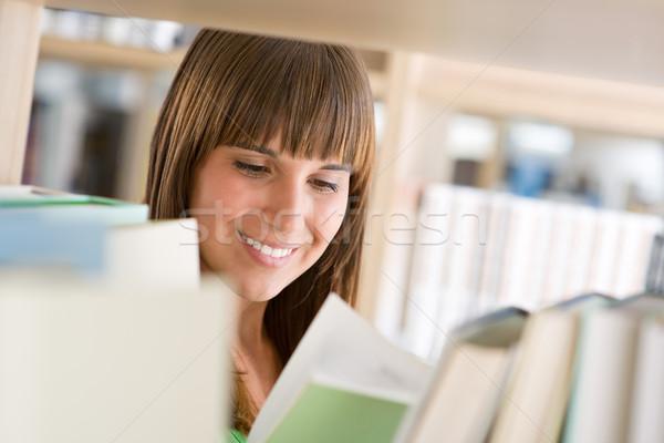 Stock fotó: Diák · könyvtár · derűs · nő · olvas · könyv