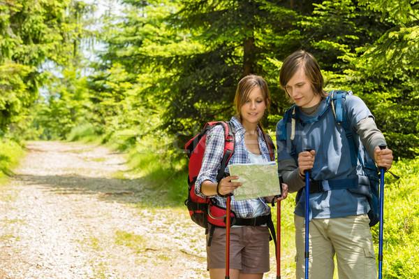 Stock fotó: Fiatal · trekking · pár · térkép · áll · lány