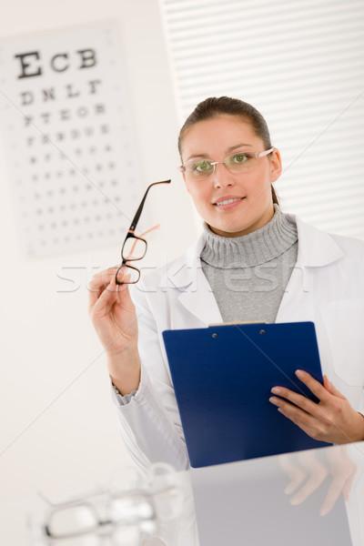 Photo stock: Opticien · médecin · femme · verres · oeil · graphique