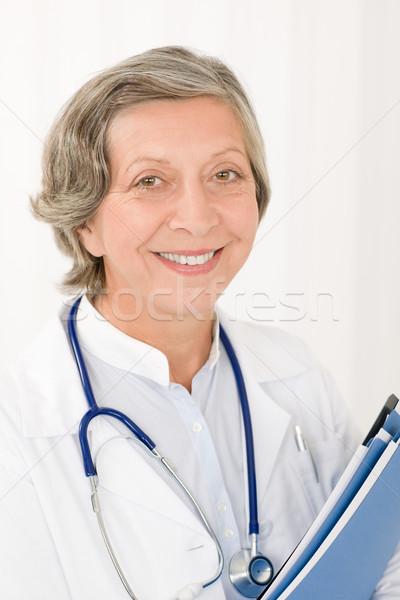 シニア 医師 女性 ホールド フォルダ 笑みを浮かべて ストックフォト © CandyboxPhoto