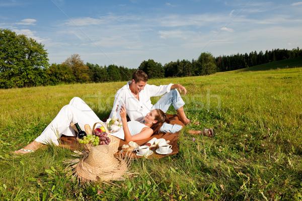 Stockfoto: Picknick · romantische · paar · voorjaar · natuur