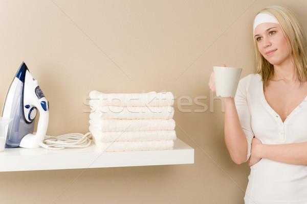 Stok fotoğraf: çamaşırhane · kadın · kahve · molası · ev · işi · bahar