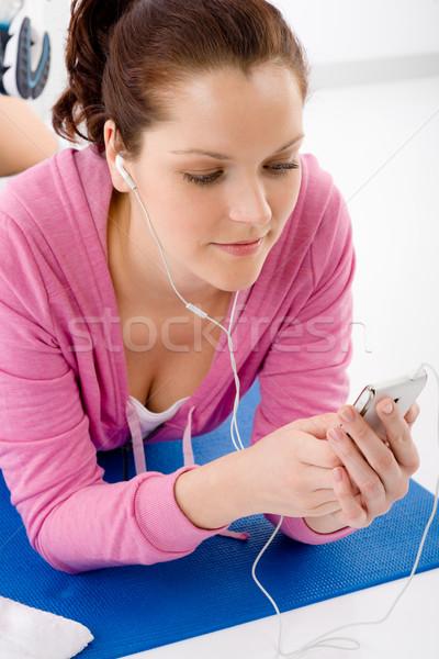 Mulher da aptidão ouvir música mp3 relaxar fitness Foto stock © CandyboxPhoto