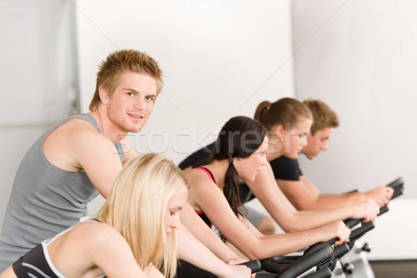 Zdjęcia stock: Fitness · grupy · ludzi · siłowni · rowerów · rower · człowiek