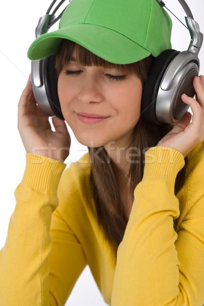 Női tinédzser élvezi zene fejhallgató boldog Stock fotó © CandyboxPhoto