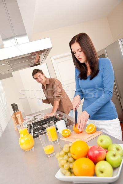 Boldog pár ételt készít együtt vág narancsok Stock fotó © CandyboxPhoto