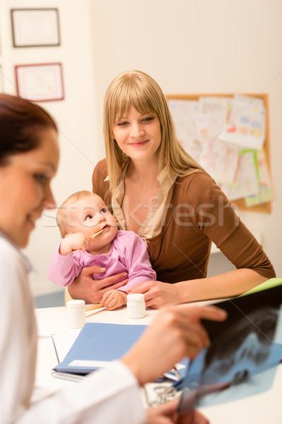 çocuk doktoru ofis anne bebek genç kadın küçük Stok fotoğraf © CandyboxPhoto