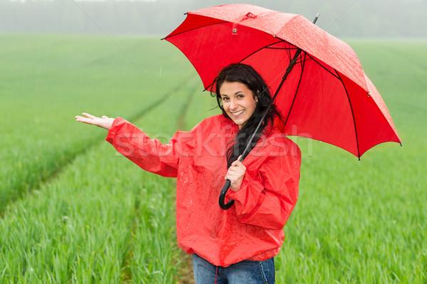 Glimlachend meisje regenachtig weer buiten paraplu Stockfoto © CandyboxPhoto