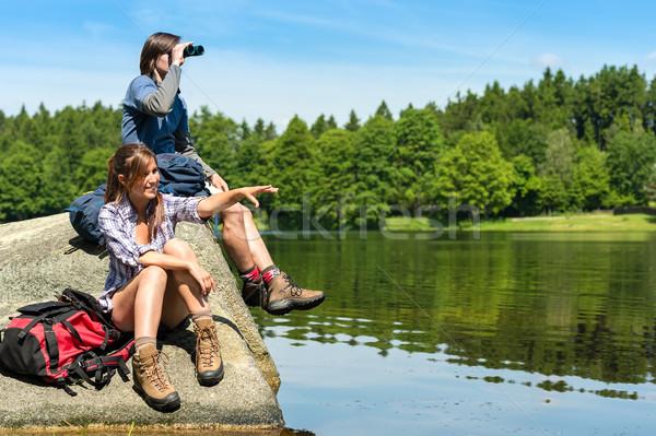Adolescent randonneurs observation des oiseaux lac fille Photo stock © CandyboxPhoto