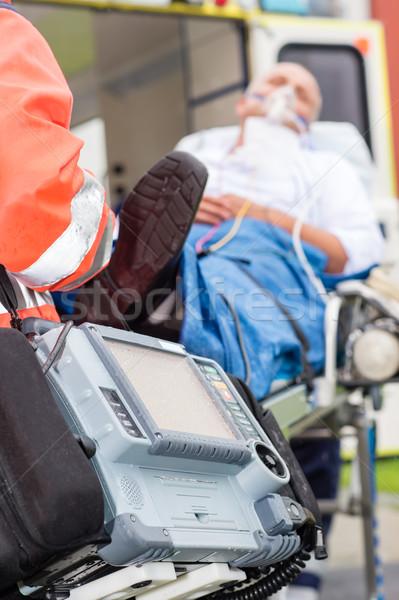 Emergencia desfibrilador paciente ambulancia máscara de oxigeno tecnología Foto stock © CandyboxPhoto