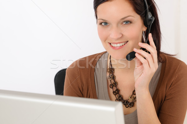 Profesyonel call center temsilci kadın bakmak bilgisayar Stok fotoğraf © CandyboxPhoto