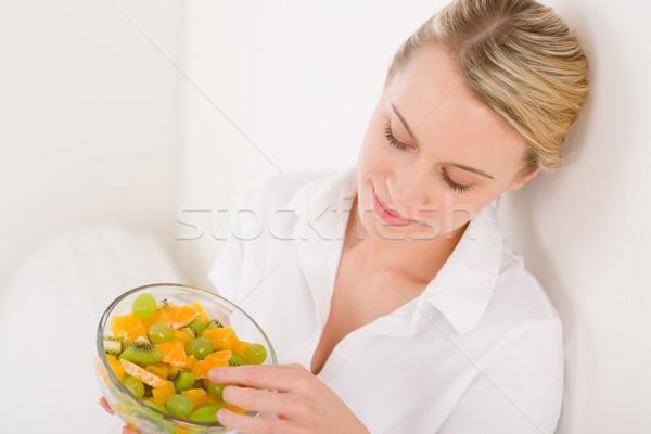 Stok fotoğraf: Kadın · çanak · meyve · salatası · beyaz