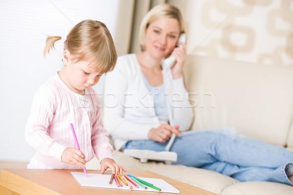Kislány rajz színesceruza társalgó anya telefon Stock fotó © CandyboxPhoto