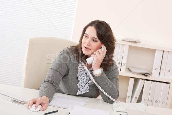Stockfoto: Jonge · zakenvrouw · telefoon · kantoor · glimlachend · werken