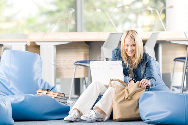 Jovem feliz colégio estudante relaxar laptop Foto stock © CandyboxPhoto