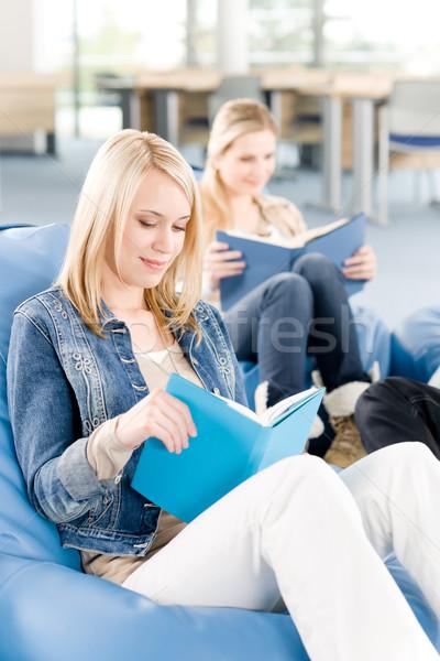 Stock fotó: Fiatal · középiskola · diák · lányok · olvas · könyvek
