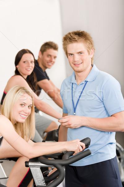 Photo stock: Jeunes · fitness · instructeur · gymnase · personnes · sport