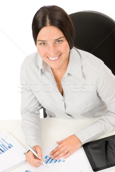 Exitoso mujer de negocios trabajo gráficos oficina sonriendo Foto stock © CandyboxPhoto