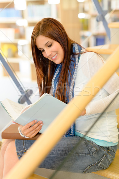 Middelbare school bibliotheek student lezen trap Stockfoto © CandyboxPhoto