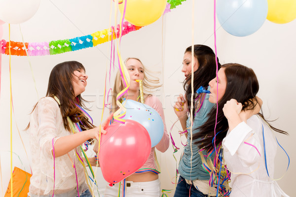 Stock fotó: Születésnapi · buli · ünneplés · négy · nő · konfetti · jókedv