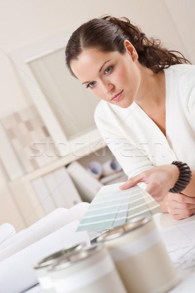 Stockfoto: Jonge · vrouwelijke · werken · kantoor · kleur