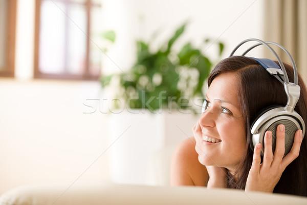 Сток-фото: женщину · наушники · слушать · музыку · Lounge · завода