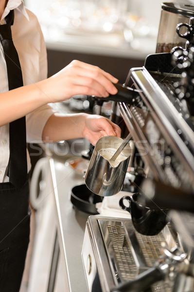 Barista lait chaud cappuccino machine femme Photo stock © CandyboxPhoto