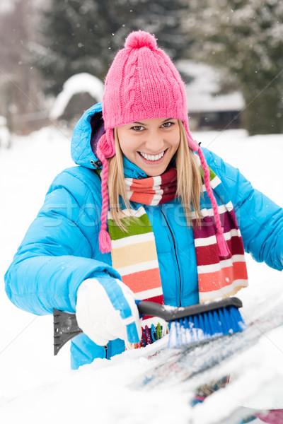Mulher carro pára-brisas escove neve inverno Foto stock © CandyboxPhoto