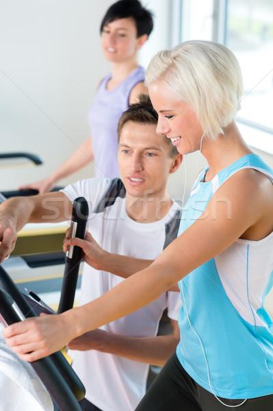 Fitness jóvenes noria cardio entrenamiento caminando Foto stock © CandyboxPhoto