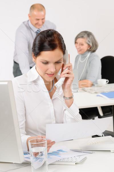 ストックフォト: ビジネスチーム · かなり · 女性実業家 · 呼び出し · 電話 · 幸せ