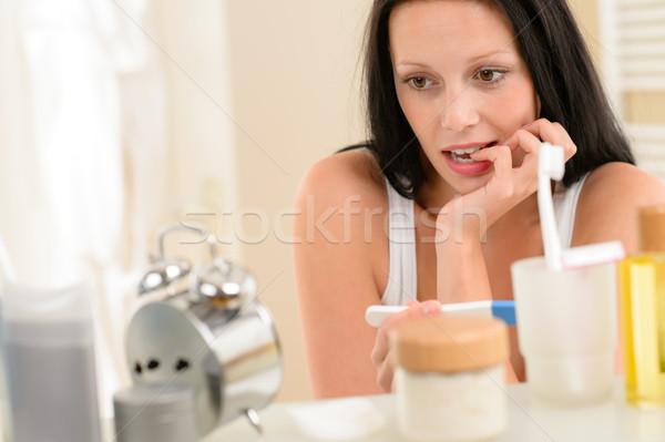 Vrouw zwangerschaptest gevolg badkamer ongeduldig brunette Stockfoto © CandyboxPhoto