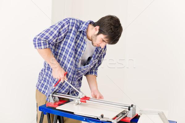 Foto stock: Melhoramento · da · casa · handyman · cortar · telha · cerâmico · oficina
