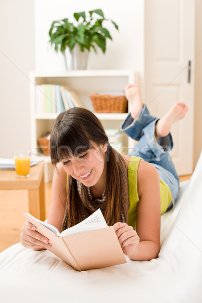 Foto stock: Adolescente · menina · relaxar · casa · ler · livro