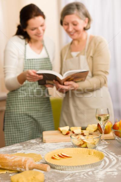 Szarlotka przepis dwie kobiety patrząc książka kucharska szczęśliwy Zdjęcia stock © CandyboxPhoto