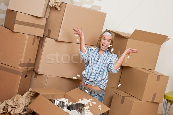 Költözés boldog nő doboz új otthon konyha Stock fotó © CandyboxPhoto