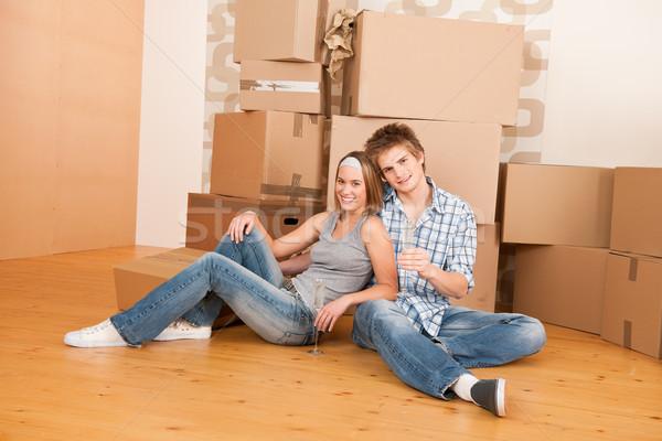 Költözés boldog férfi nő ünnepel pár Stock fotó © CandyboxPhoto