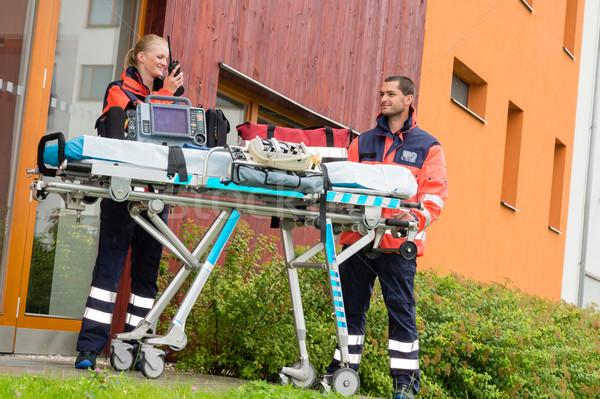 緊急 医師 ホーム 訪問 コール ラジオ ストックフォト © CandyboxPhoto