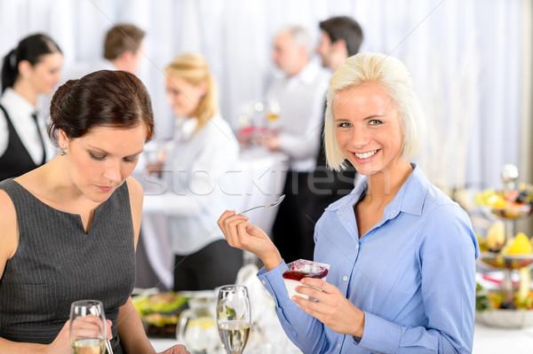 Spotkanie biznesowe bufet uśmiechnięta kobieta jeść deser formalny Zdjęcia stock © CandyboxPhoto