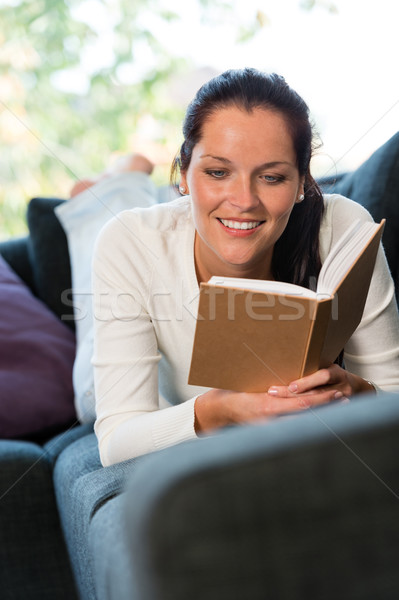 женщины студент изучения диване домой книжный червь Сток-фото © CandyboxPhoto