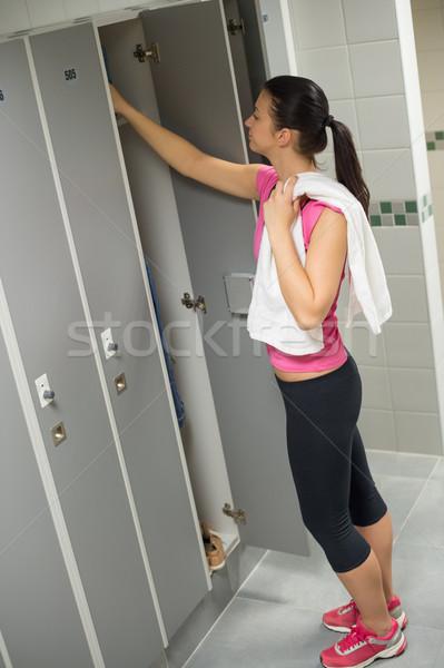 Kadın açılış kilitli dolap spor salonu genç kadın Stok fotoğraf © CandyboxPhoto