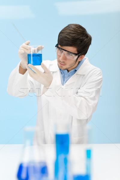 Química experiência cientista laboratório desgaste óculos de proteção Foto stock © CandyboxPhoto