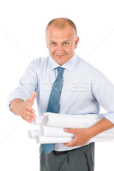 Foto stock: Senior · arquiteto · masculino · aperto · de · mão · manter · blueprints