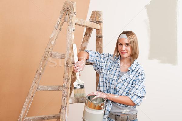 Melhoramento da casa sorrindo paint brush pintura casa pintar Foto stock © CandyboxPhoto