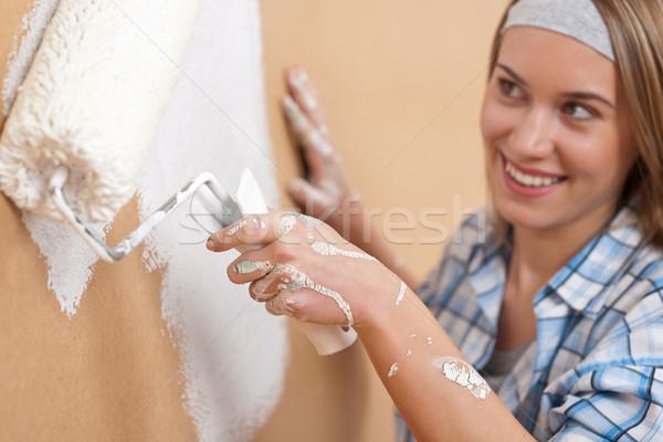 Melhoramento da casa mulher jovem pintura parede pintar casa Foto stock © CandyboxPhoto