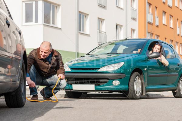 Olgun adam yardım kadın araba kırık sorun Stok fotoğraf © CandyboxPhoto