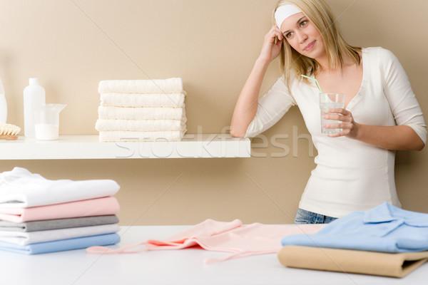 Stok fotoğraf: çamaşırhane · kadın · kırmak · içmek · ev · işi