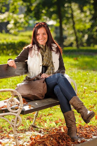Sonbahar güzel bir kadın oturmak bank park moda Stok fotoğraf © CandyboxPhoto