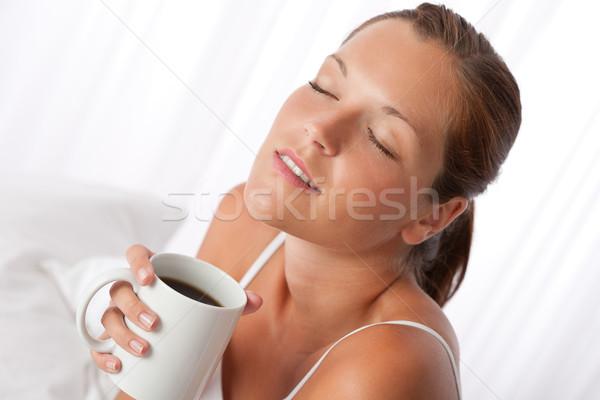 Stockfoto: Mooie · jonge · vrouw · beker · koffie · witte