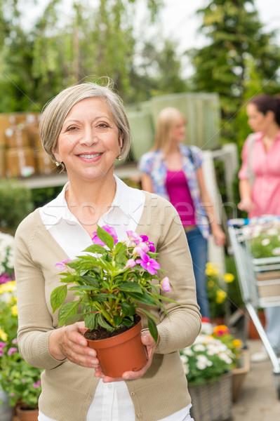 Supérieurs femme tenir jardin de fleurs magasin dame Photo stock © CandyboxPhoto