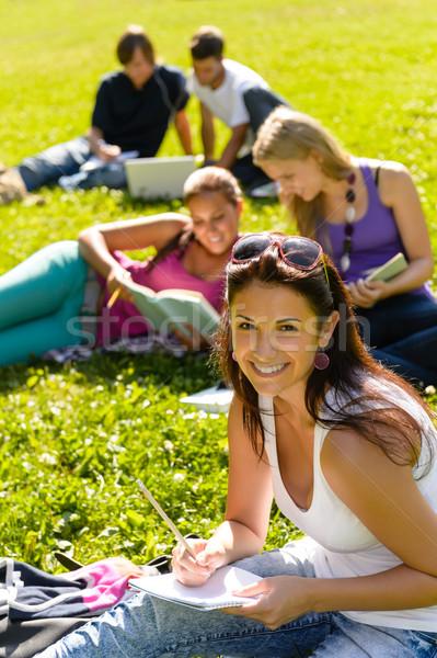 Stok fotoğraf: Öğrenciler · eğitim · oturma · çim · park · mutlu